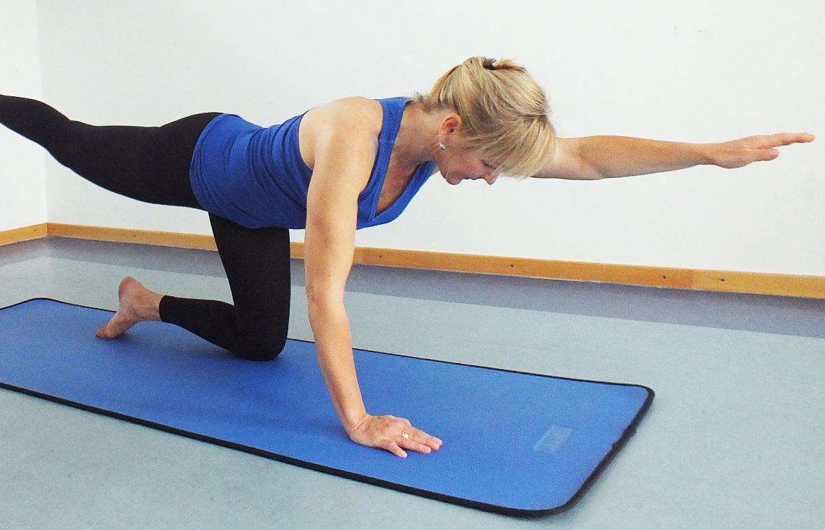 Korrektur von Haltungsschäden durch Stärken, Dehnen und Entspannen des Rückens.